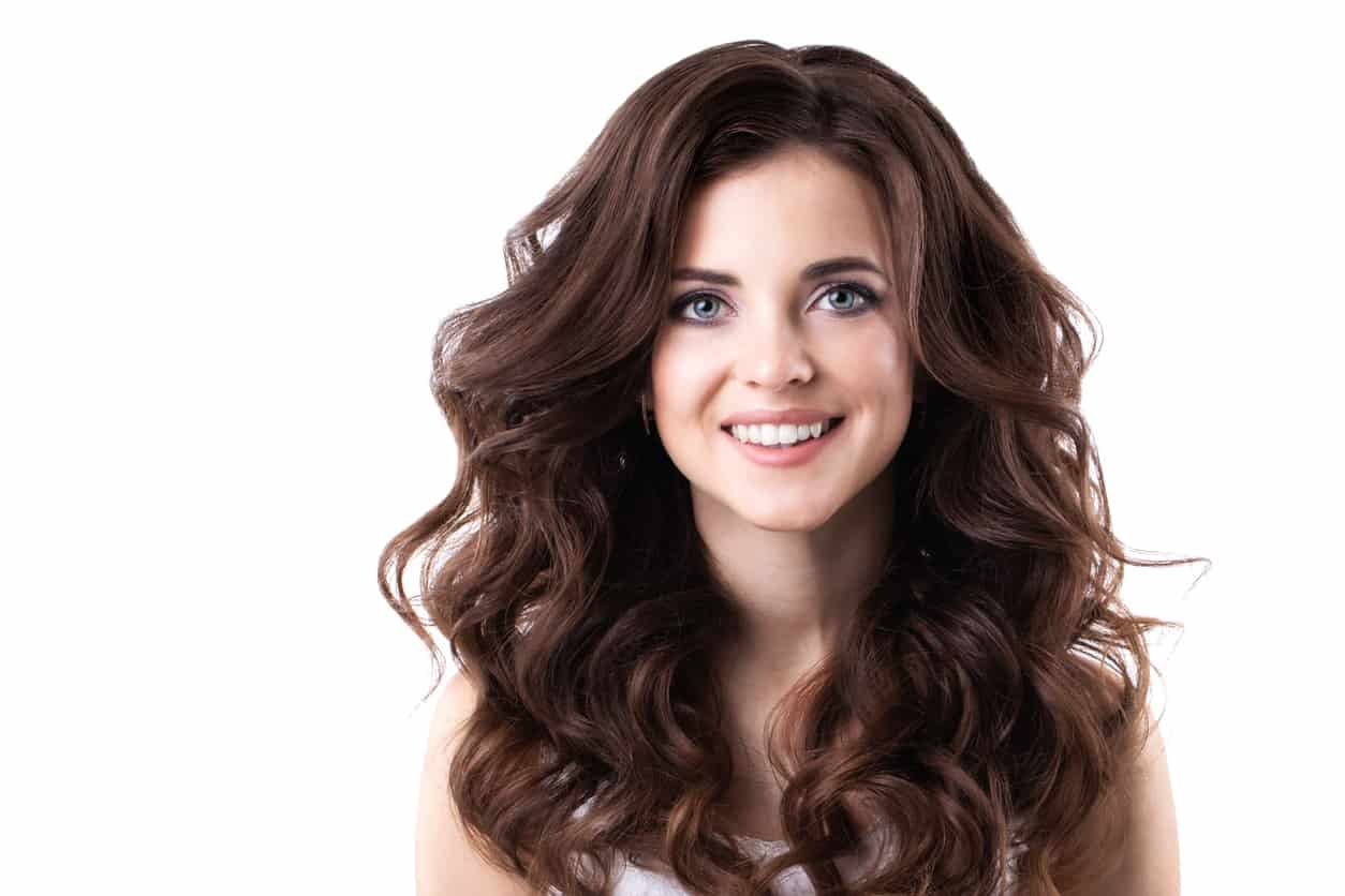 curling hair with flat iron for these easy beach waves
