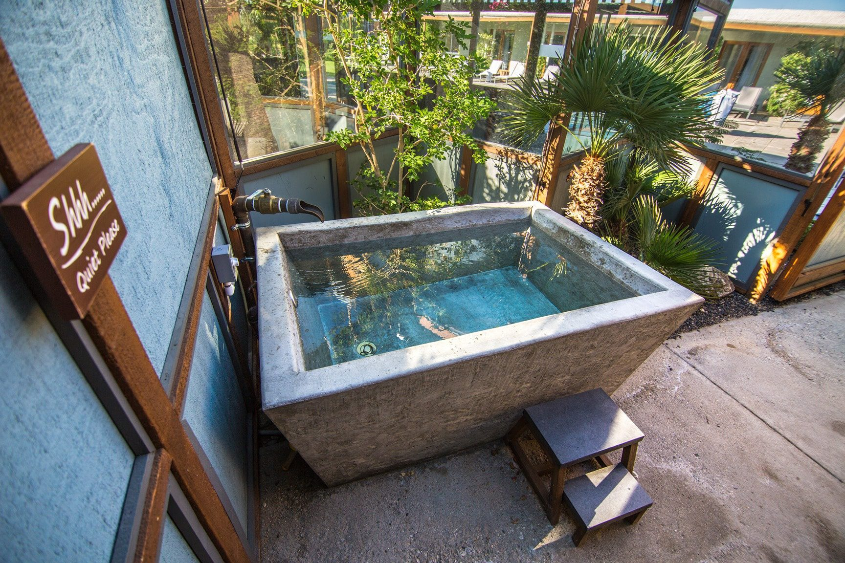 outdoor tub